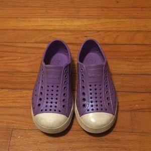 Size 9 toddler native sandals